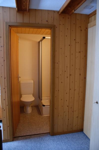 separate Doche/WC der Wohnung im 1. Stock