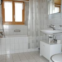 Badezimmer der Wohnung im 2. Stock