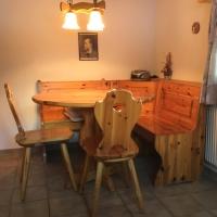 Essecke in der Küche der Wohnung im 2. Stock
